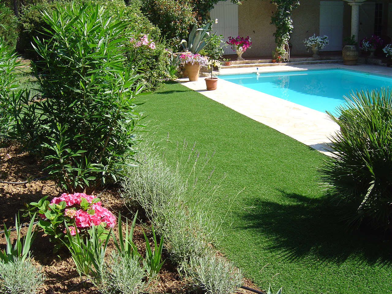 exelgreen-gazon-synthétique-jardin-piscine