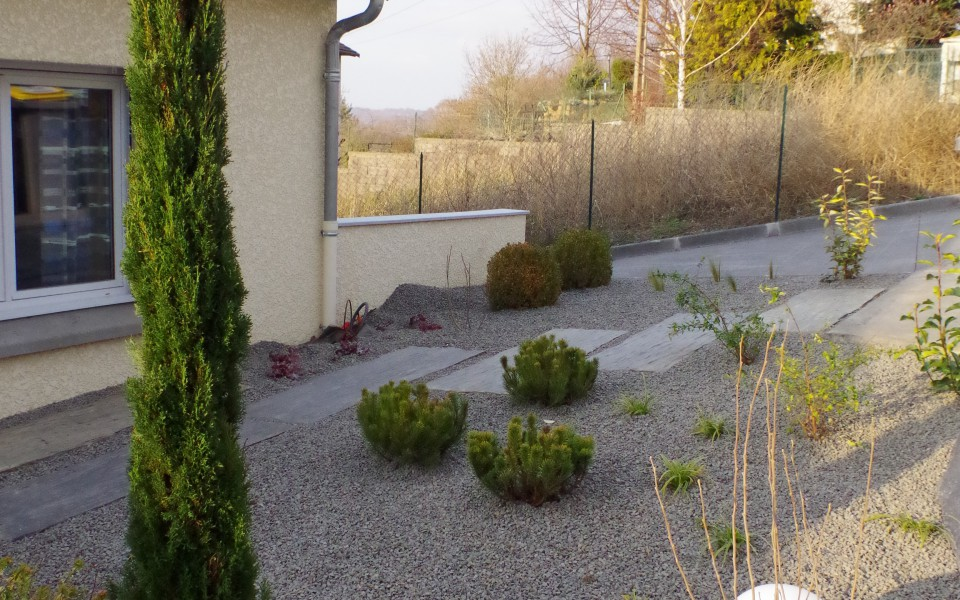 jardin-entrée-minéral-éclairage-slide
