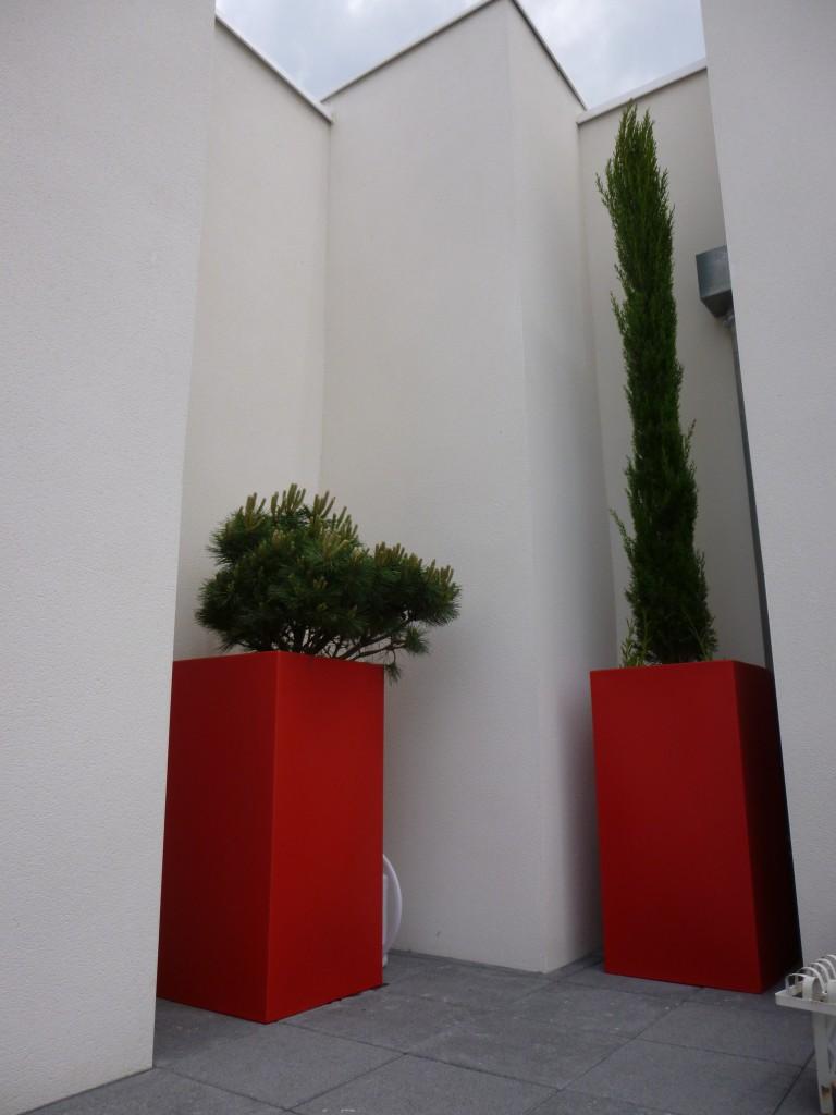 terrasse-conifère-pot-vondom