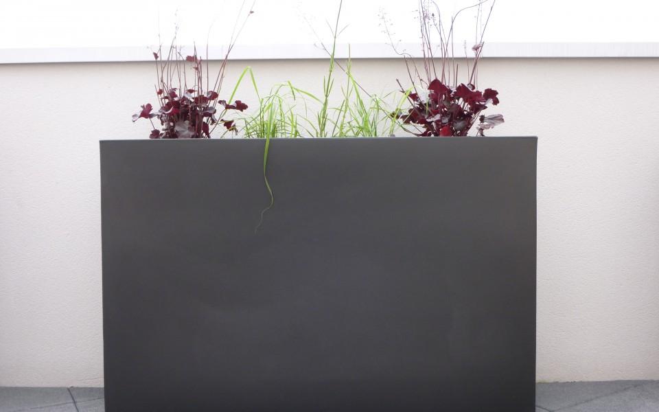 terrasse-pot-wall-vondom-plante-vivace