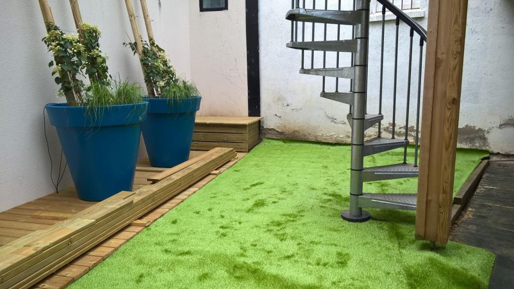 jardin-pot-bois-gazon-synthétique