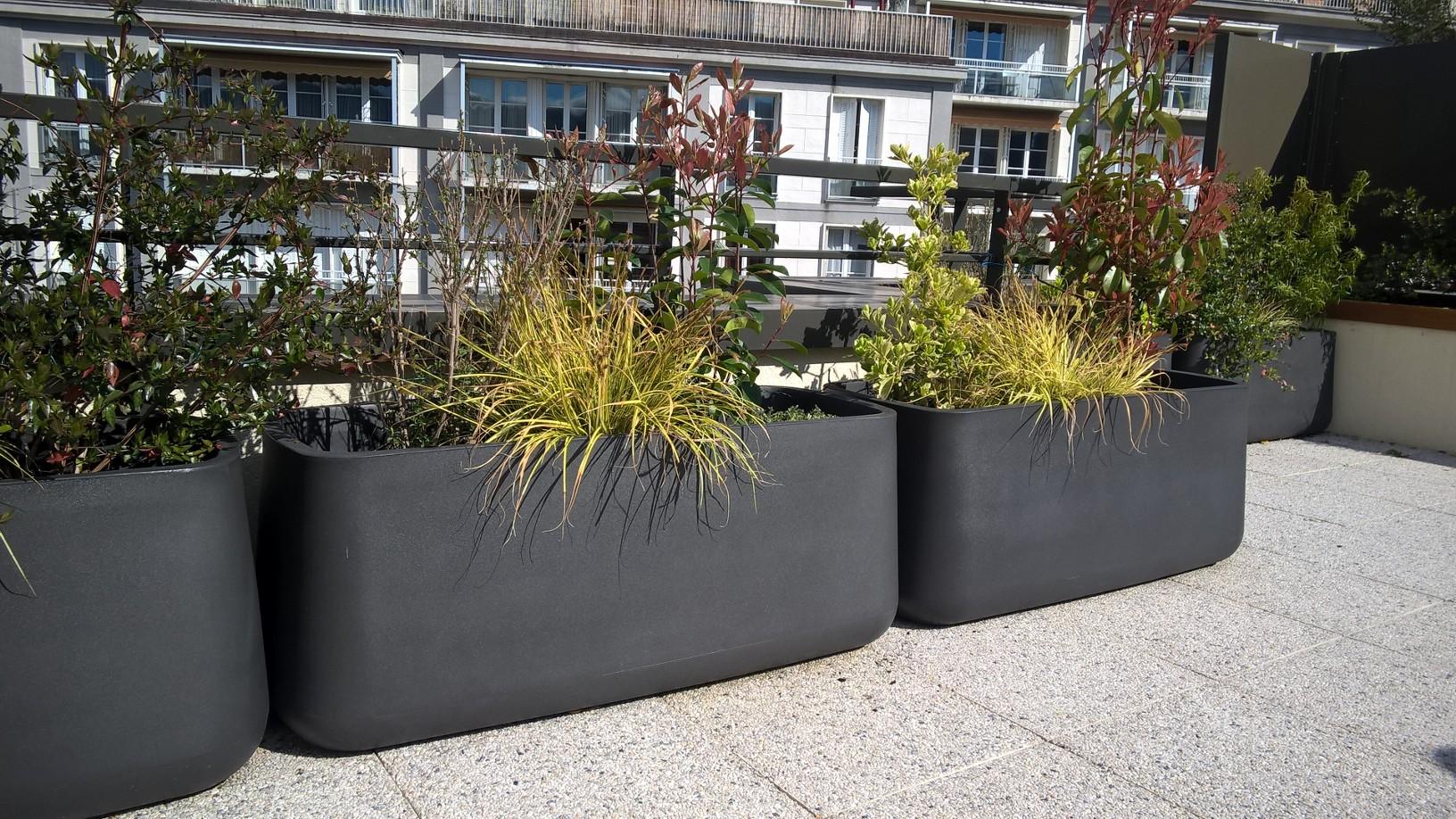 jardinière-balcon-vondom-arbuste
