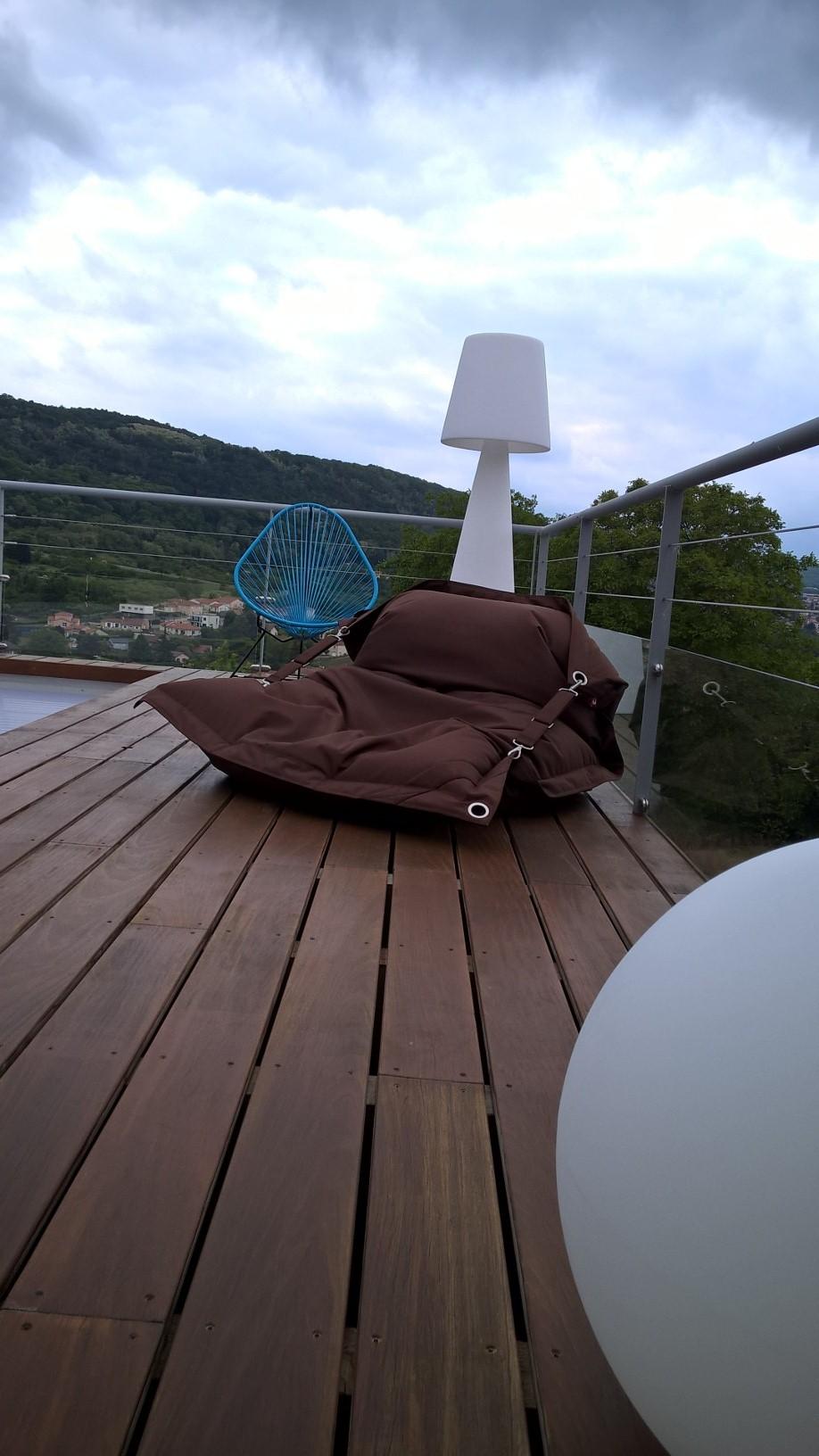 terrasse-bois'exotique-fatboy-éclairage-extérieur