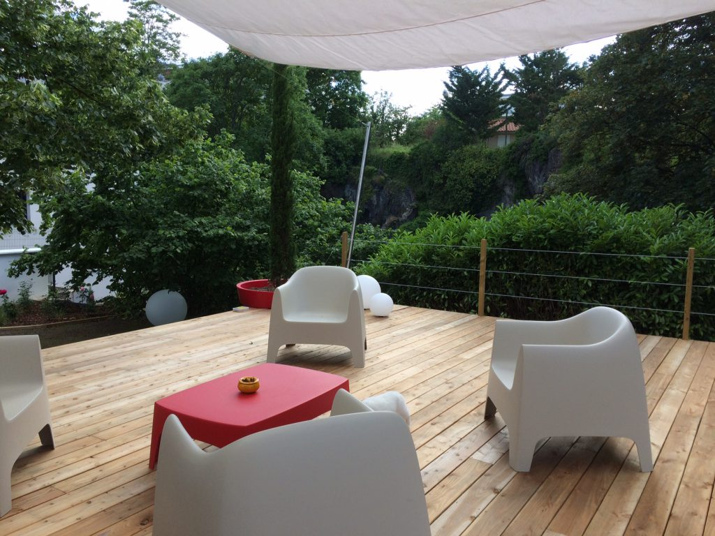 Terrasse bois naturel design for Jardin et terrasse design